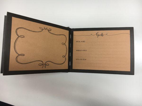Gastenboekje huwelijk open