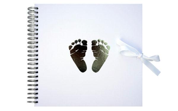 Scrapbook plakboek Babyvoetjes