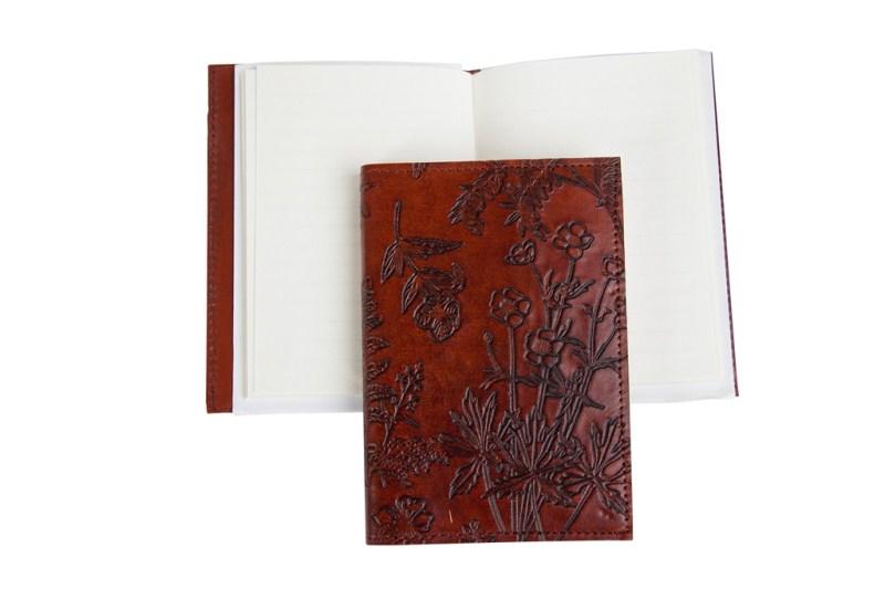 rood en bruin leren boekje met lijntjes