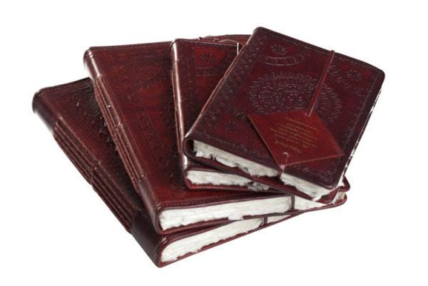 Notieboek van leer met motief en handgeschept papier